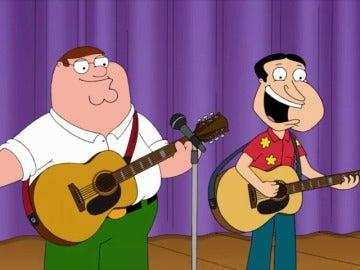 Frame 73.980209 de: Peter y Quagmire se hacen famosos tocando y cantando a dúo