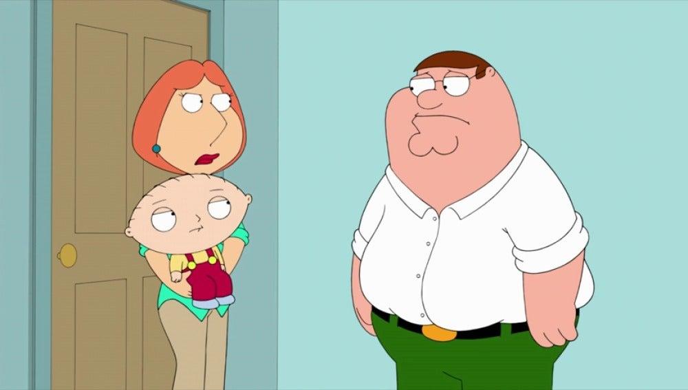 Frame 39.092759 de: '¿Cómo es posible que confundieras a Stewie con otro niño?'