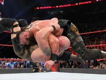 Braun Strowman se impone a Big Show en un choque de gigantes en 'Raw'
