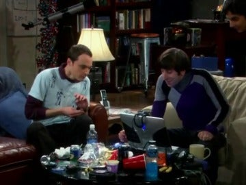 Frame 44.482129 de: The Big Bang Theory en checo