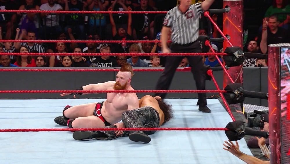 Sheamus y Cesaro retienen los campeonatos de la marca roja
