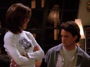 """""""Por qué no haces el favor de dejar de mirarme los pechos"""""""