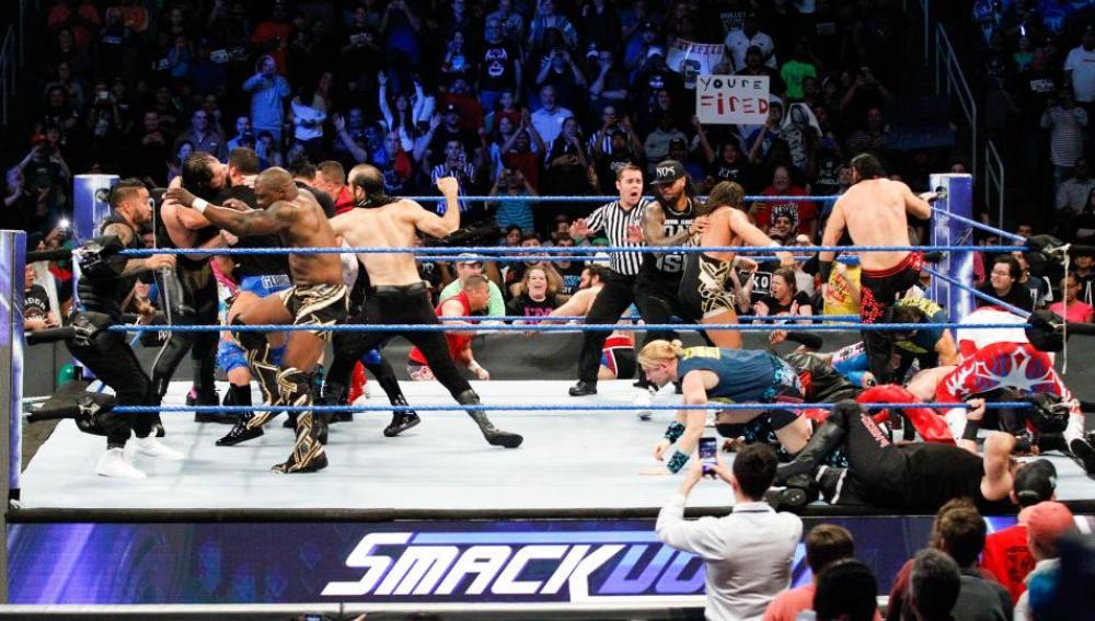Combate de leñadores con New Day vs Sami Zayn y Kevin Owens