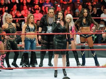 Stephanie McMahon anuncia el primer Royal Rumble femenino en 'Raw'