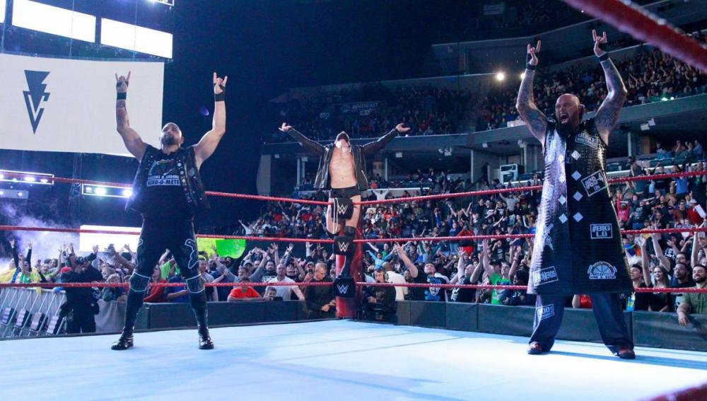 The Club se impone a Roman Reigns, Jason Jordan y Seth Rollins