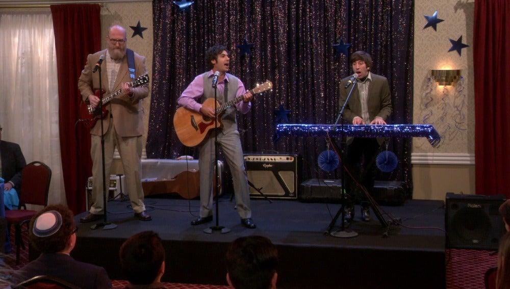 Así suena la banda 'Pisando la luna' de Howard, Koothrappali y Bert