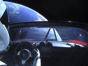 Tesla por el espacio