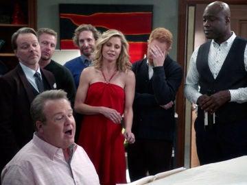 Cameron seduce a Claire cantando una canción