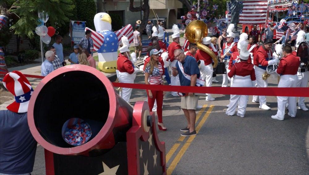 Desfile del 4 de julio en Modern family