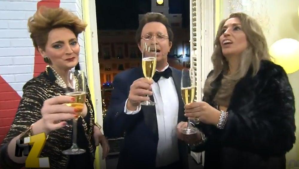 Matías Prats, Carmen Porter y Antonia Dell'Atte han dado las Campanadas de 'Feliz Año Neox'