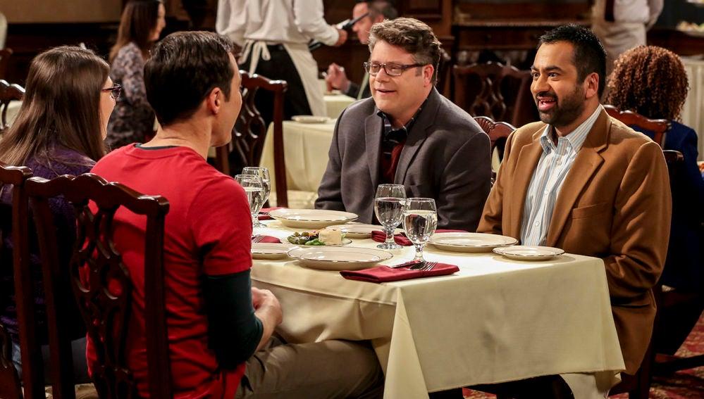 Kal Penn y Sean Astin, invitados en Big Bang
