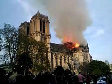 Los mensajes de los candidatos sobre el incendio de Notre Dame