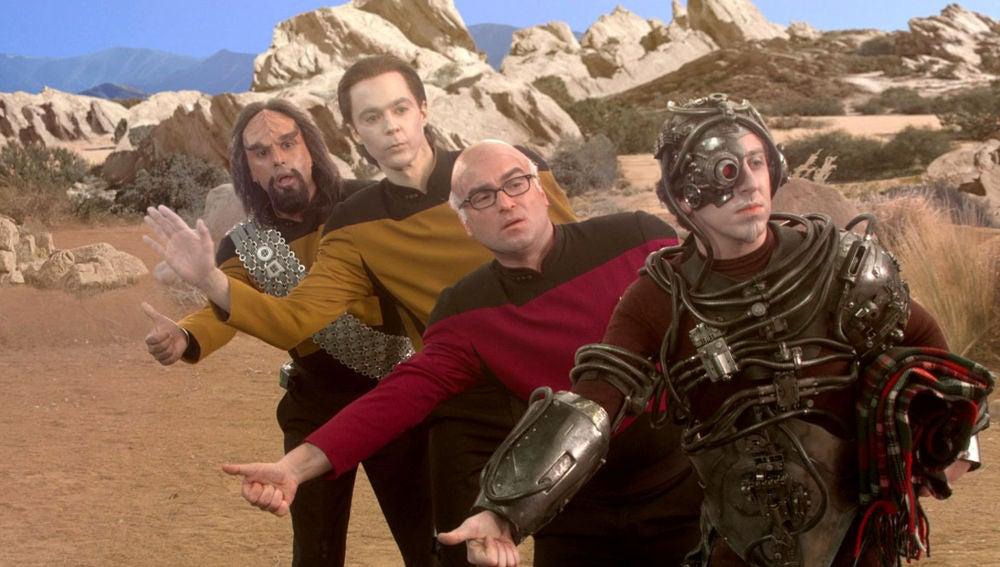 Sheldon, Raj, Leonard y Howar, disfrazados del equipo de exploración de Stark Trek