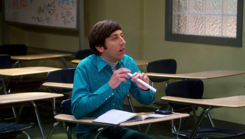 Sheldon se traga una bola de papel y saliva de Howard