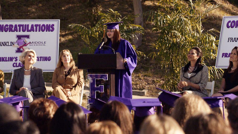 Alex Dunphy se gradua siendo la primera de su promoción