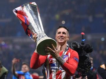 Fernando Torres levanta el trofeo de la Europa League