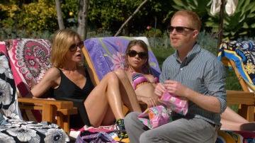 Modern family en la piscina