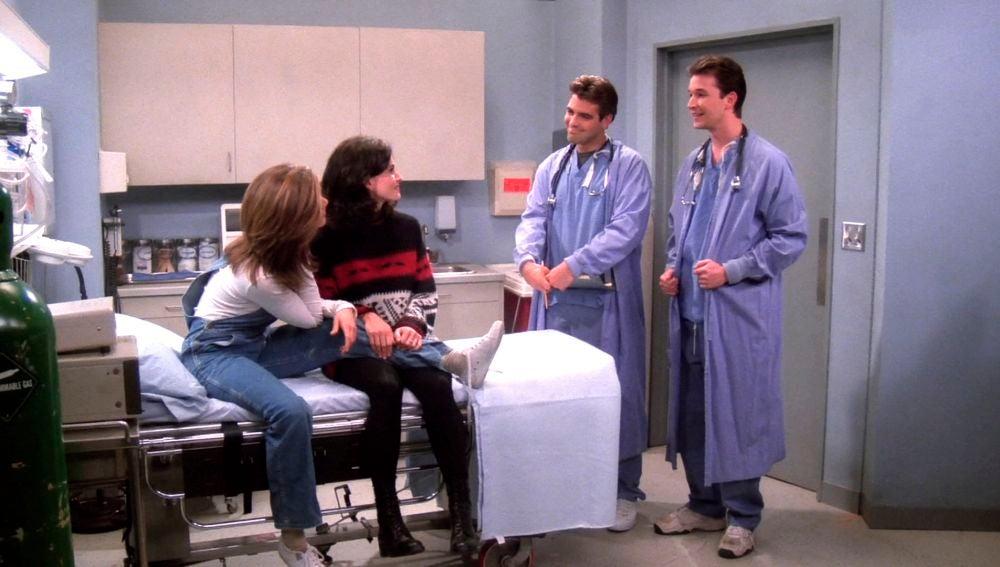 Brad Pitt, Julia Roberts, Charlie Seen... Recordamos los cameos más famosos de 'Friends'