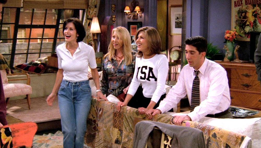 Chandler confiesa que tiene una tercera tetilla