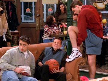 El nuevo novio de Phoebe es demasiado 'transparente'