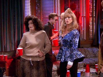 Monica y Rachel se cuelan en una fiesta universitaria