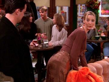 Phoebe trata de seducir a Chandler