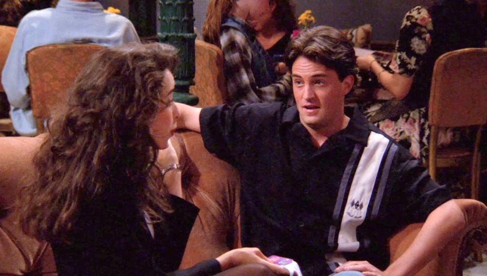 Chandler trata de romper con Janice