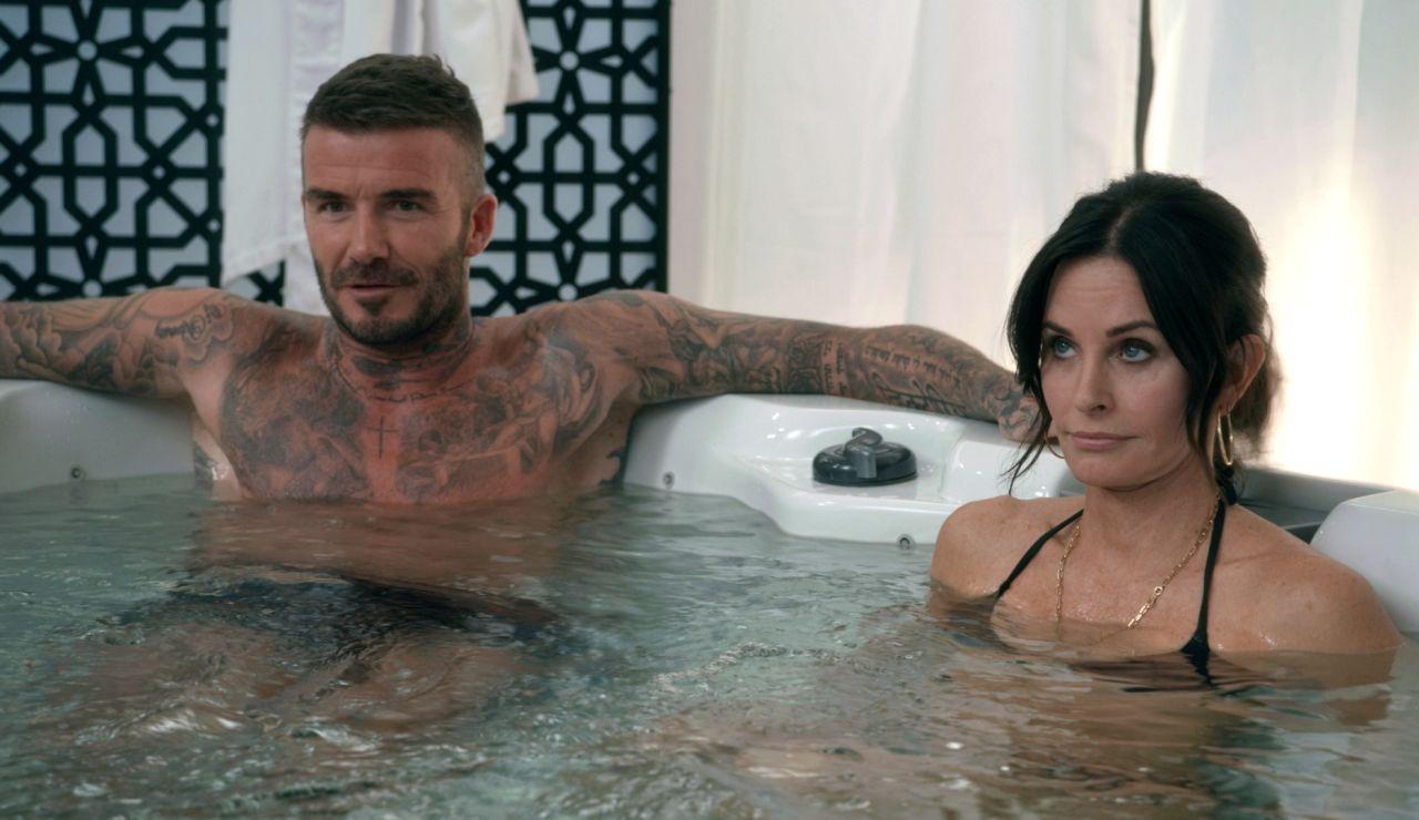 David Beckham y Courteney Cox se meten en un jacuzzi con Luke y Manny