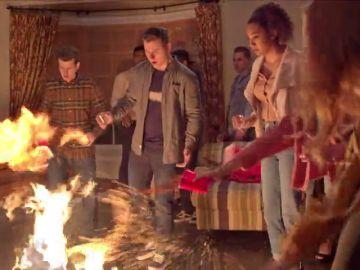 Hailey, Luke y Alex la lían montando una fiesta