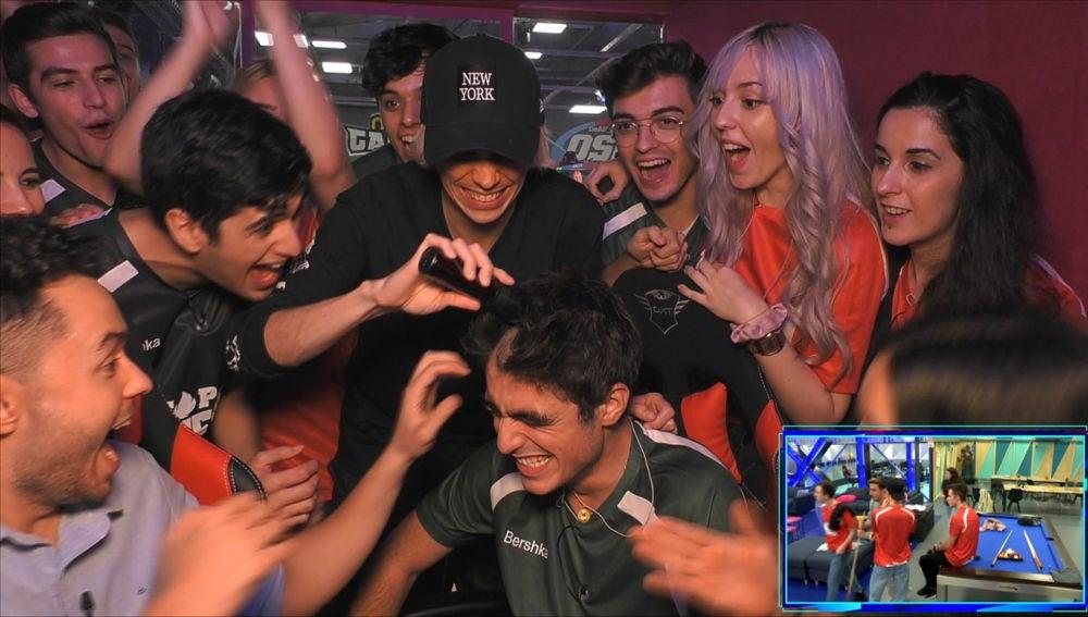 Rapando a los concursantes