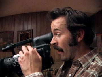 Earl roba una cámara