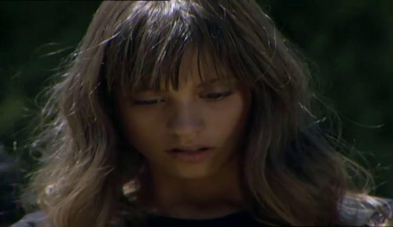 Sara, rota en el entierro de Lucas