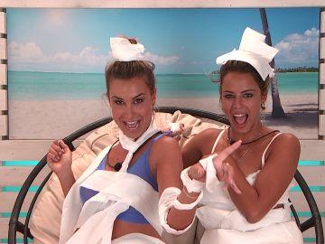 Vídeo exclusivo: Celia y Carla desfilan disfrazadas con papel higiénico