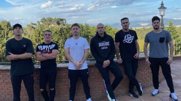 Empezando por la izquierda: Viruzz, Torete, Reven, Future, Jägger y ElMillor