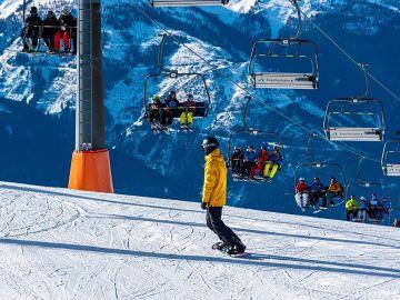Practicar esquí en interiores es posible en este espectacular hotel de montaña
