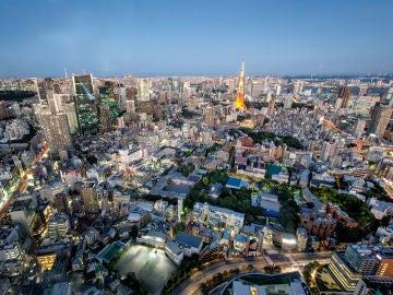 De película: Una cabeza gigante aparece en las calles de Tokio